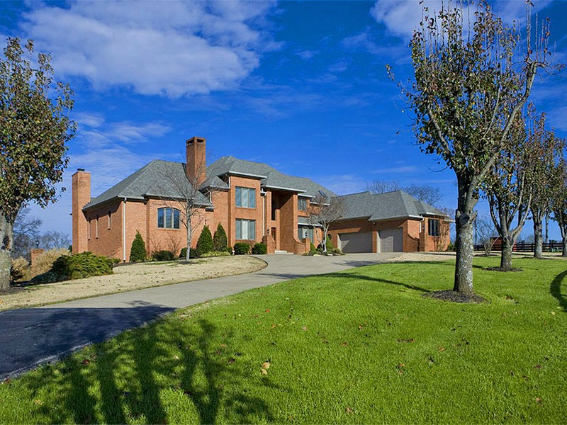 An all brick home situated on 39-acres in Lebanon, Tennessee, for sale from The Lipman Group Sotheby's International Realty.