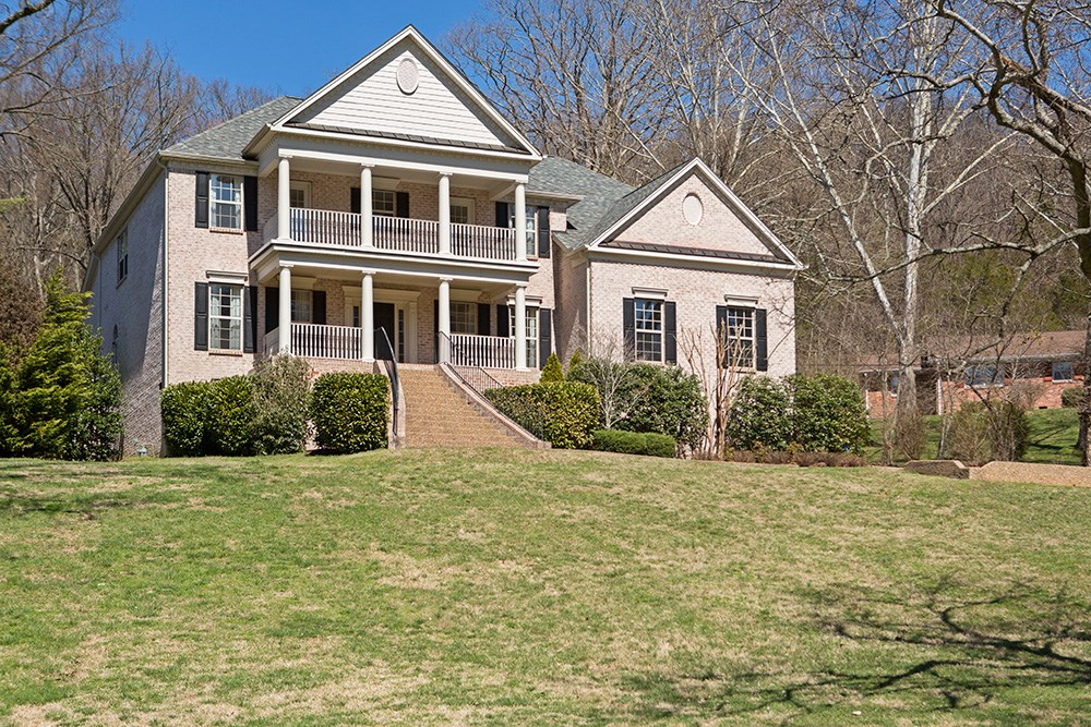 Video: Gracious Traditional Home on 1.35 Acres in Forest Hills