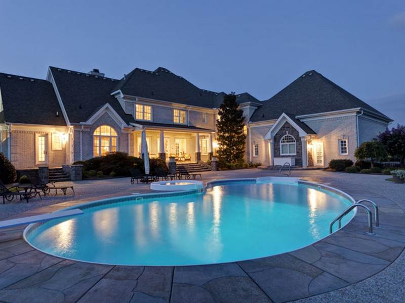 7380 Cumberland Drive Pool - Nashville mansions with swimming pools
