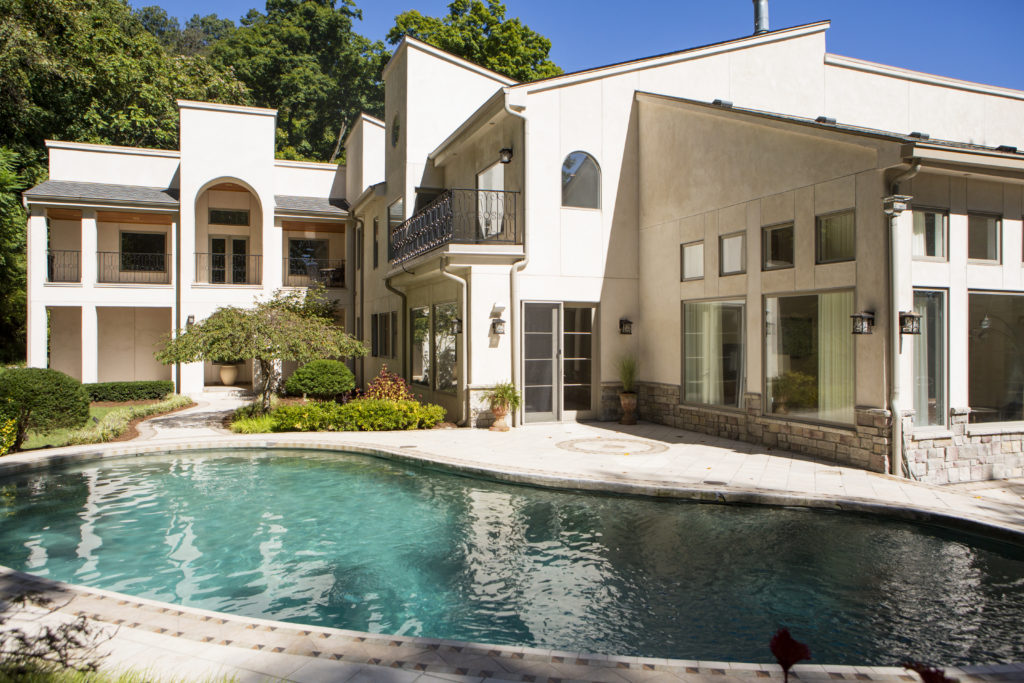 Video: Private and Gated Estate in Forest Hills
